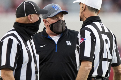 Kentucky Football: Should Mark Stoops and Eddie Gran get a pass on failed offense?