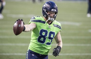 Ex-Husky Will Dissly welcomes larger role in Seahawks offense with Greg Olsen out