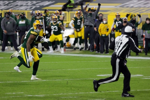Packers' defense starts hot, Rodgers excels on play-action in 41-25 win over Bears
