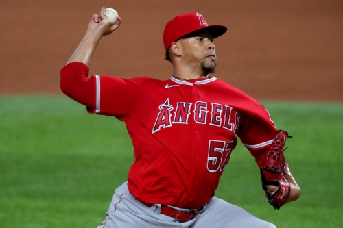 Twins sign RHP Hansel Robles
