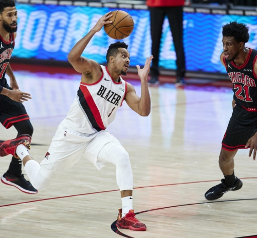 White scores 21 and Bulls rally to beat Blazers 111-108