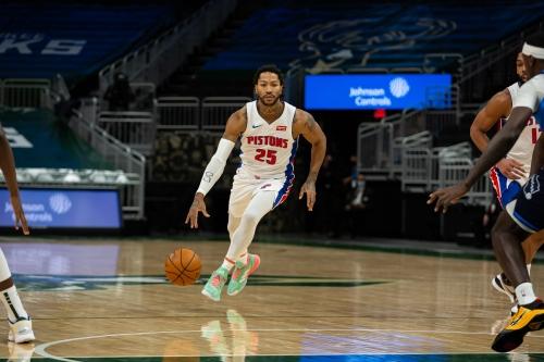 Detroit Pistons' Derrick Rose suffers right knee injury vs. Milwaukee Bucks