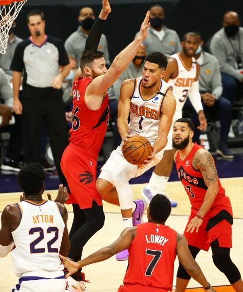Phoenix Suns bounce back, upend Toronto Raptors