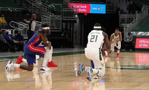 Bucks, Pistons kneel in support of Jacob Blake in wake of Kenosha District Attorney's decision