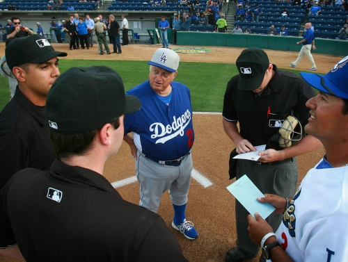 Social media reacts to Hall of Fame manager Tommy Lasorda's death