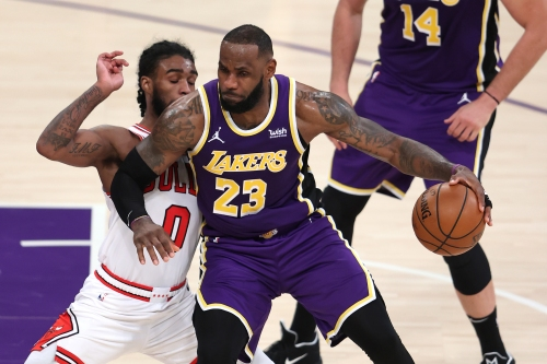 LeBron James, Lakers hold off Bulls without Anthony Davis