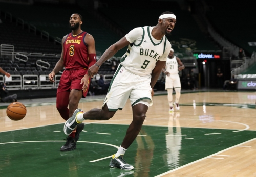 Photos: Bucks 100, Cavaliers 90