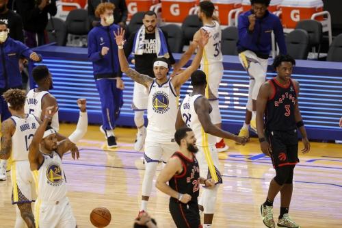 Warriors hang on for 106-105 win over Raptors
