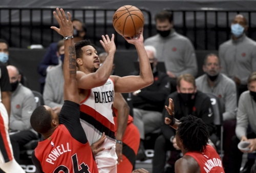 McCollum's shot lifts Blazers to 112-111 win over Raptors