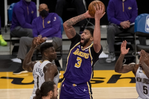 Lakers dismantle Pelicans in second half for fifth straight win