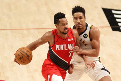 CJ McCollum Suffers Sprained Foot, Will Get MRI