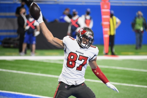 Protecting Tom Brady, Rob Gronkowki is the Bucs' Divisional Round X-Factor