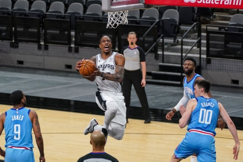 DeMar DeRozan helped the Spurs finish strong to close series with the Rockets