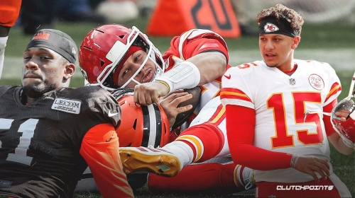 Chiefs' Patrick Mahomes' mom livid with hit that injured her son