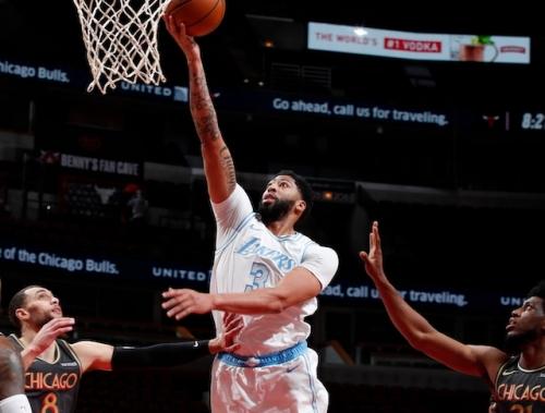 Recap: Anthony Davis Erupts, Lakers Defeat Bulls