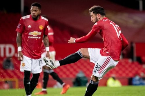 Fernandes names four Manchester United teammates he practices free-kicks with