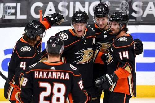 Avalanche 1, Ducks 3: John Gibson backstops Anaheim win