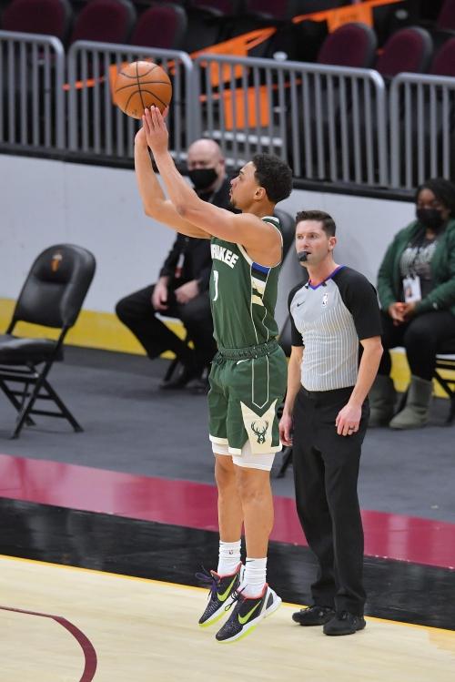 Photos: Bucks 124, Cavaliers 99