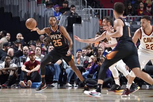 Preview: Cleveland Cavaliers (10-14) visit the Phoenix Suns (13-9)