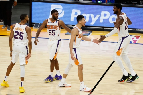 Suns squeak past the Cavs grabbing their 14th win of the season
