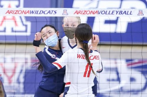 Errors, Oregon overwhelm Arizona volleyball in straight-set loss in Eugene