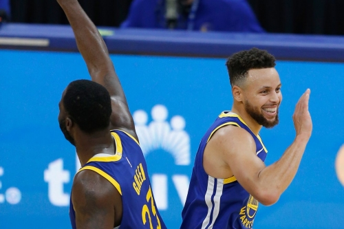 Warriors pay homage to NBA Finals with star-studded win over Cavs