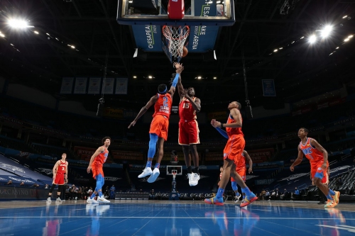 Jersey mix-up doesn't stop Thunder from defeating Hawks 118-109