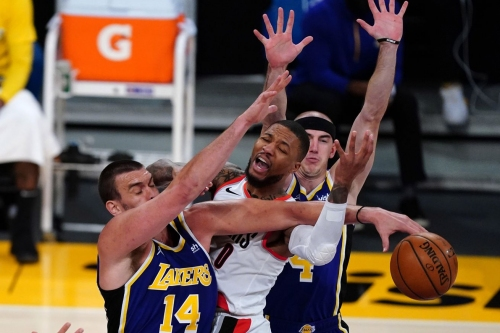 Lakers Defense Quashes Blazers Offense