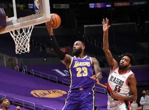 Recap: Lakers Defeat Trail Blazers To Snap 4-Game Losing Streak