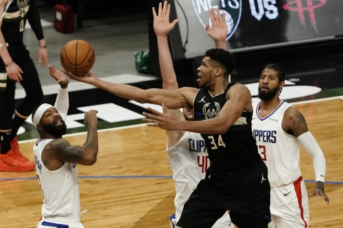 Clippers can't contain Giannis Antetokounmpo, Bucks down stretch