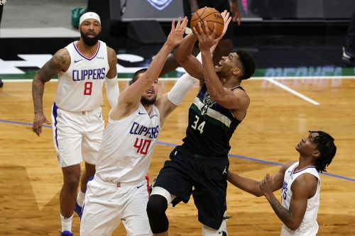 Clippers' lack of free-throw attempts costs them against Bucks