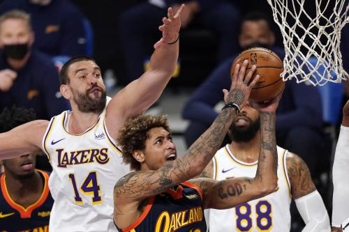 Lakers trounce Warriors in balanced effort