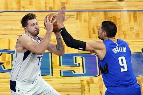 Magic surge late but fall short against Mavericks