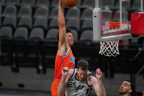 Second-half turnaround leads Thunder to 107-102 win over Spurs