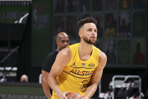 Steph Curry wins the Three-Point Shootout