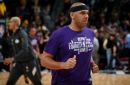 Lakers' Jared Dudley out with torn right MCL, still evaluating treatment options