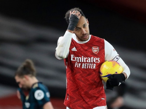 Mikel Arteta: 'Aubameyang is totally committed to Arsenal'