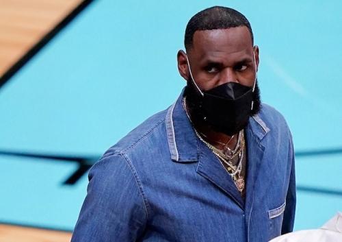 Lakers News: Frank Vogel Appreciative Of LeBron James' 'Uplifting' Presence Off Bench