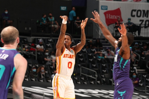 Hawks overcome fourth quarter deficit in 105-101 road win over Hornets