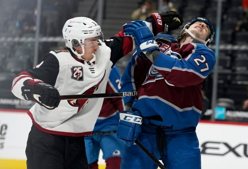 Coyotes rally late, but fall short against Avalanche for fourth straight loss