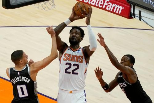Deandre Ayton, Devin Booker lead surging Phoenix Suns past slumping Sacramento Kings