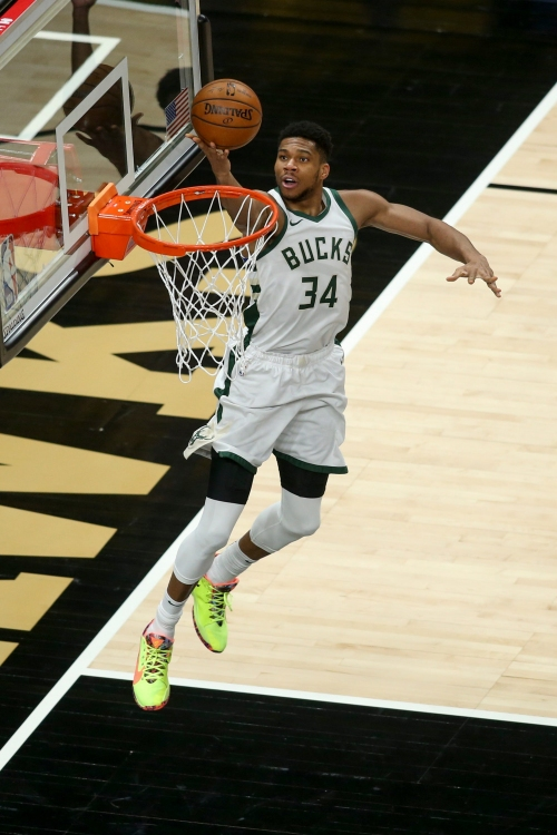 Giannis Antetokounmpo sheds light on his knee injury and absence from the Bucks