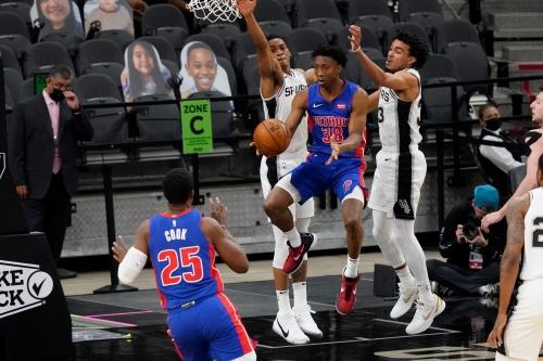 Detroit Pistons vs. San Antonio Spurs: Best photos from AT&T Center